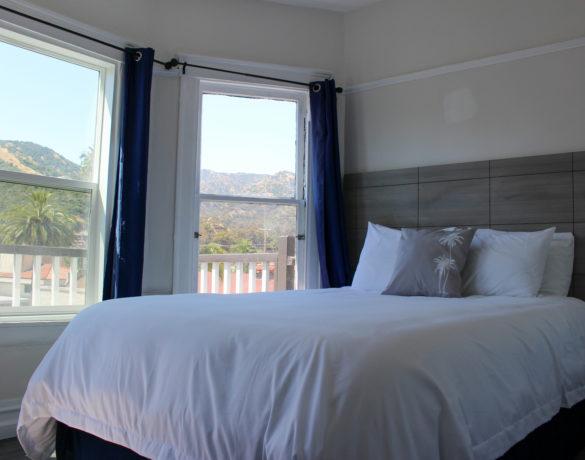 Jack & Jill Queen Bed + View
